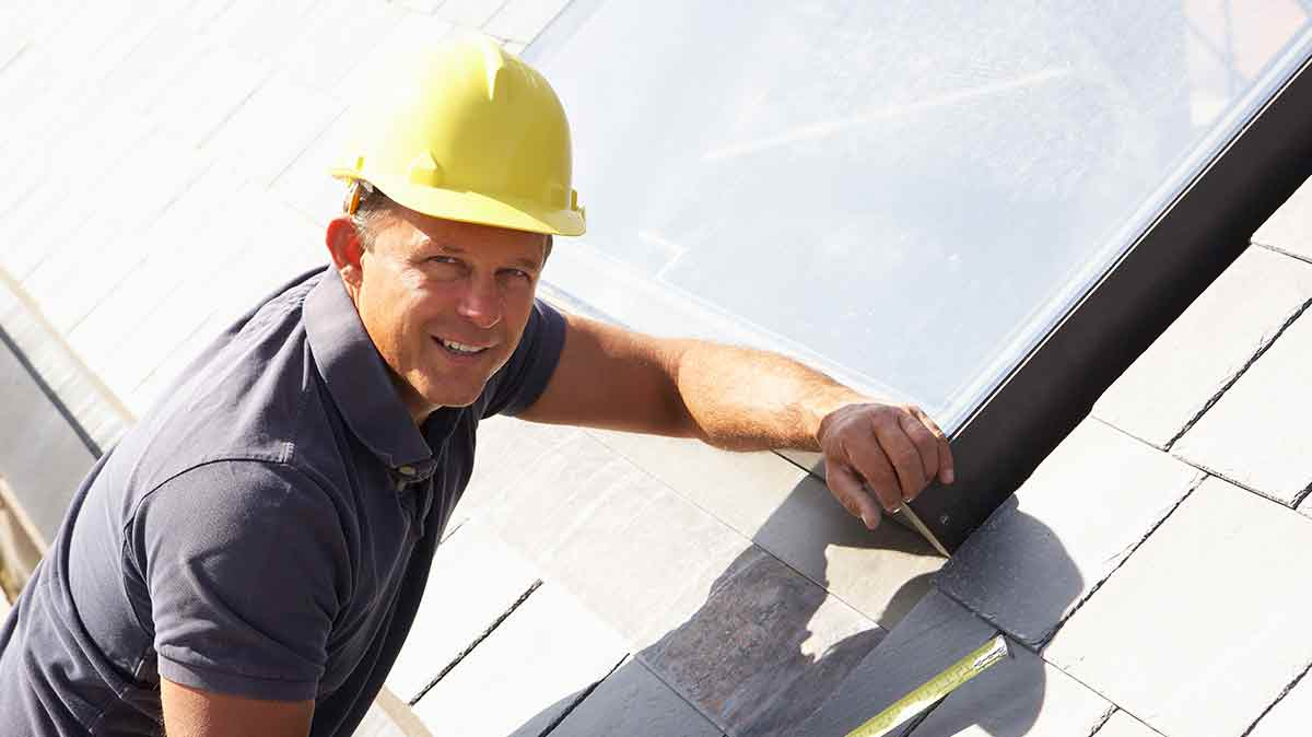 Four Reasons to Hire a Local Roofing Contractor