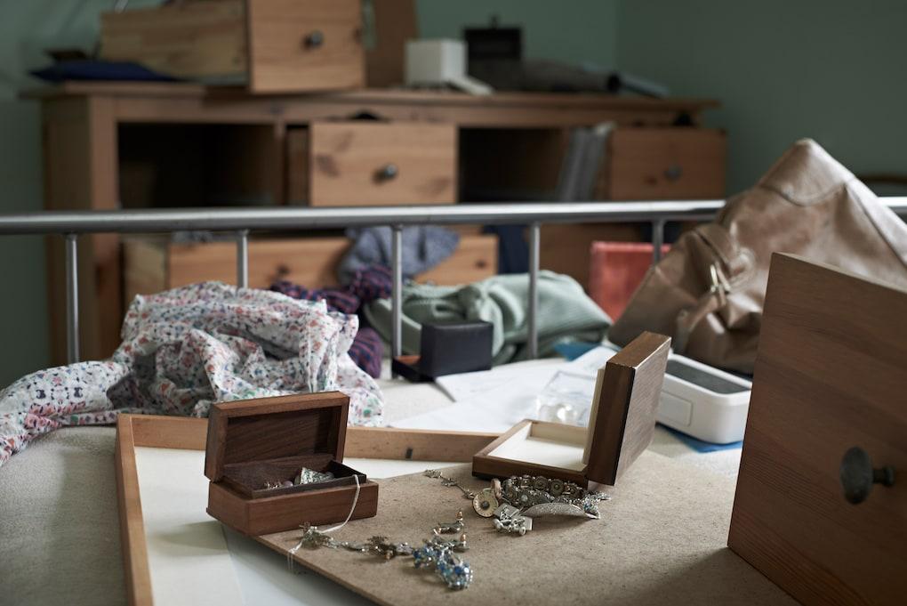 theft information on homeowner's insurance checklist