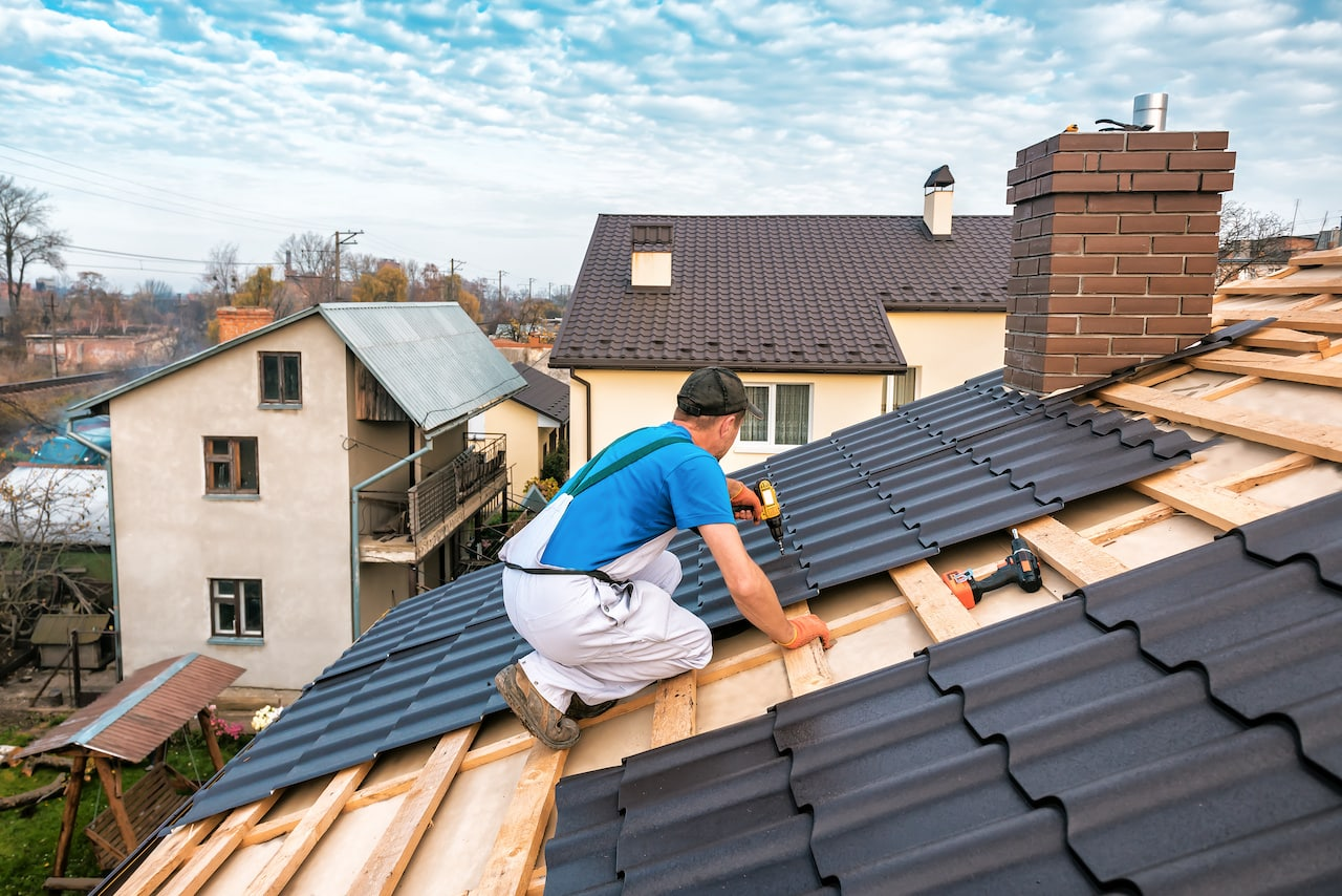 professional roofer using roofing materials on a home